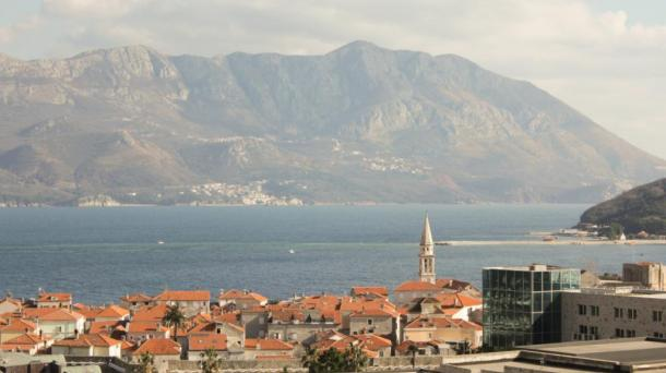 Budva - one bedroom apartment with a gorgeous view of the sea and the city