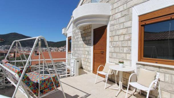 Budva - house with swimming pool for the summer season