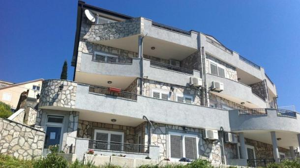 Budva - apartments in a villa in a different style (July)