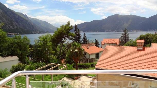 Orahovac - apartments with views of the Kotor Bay